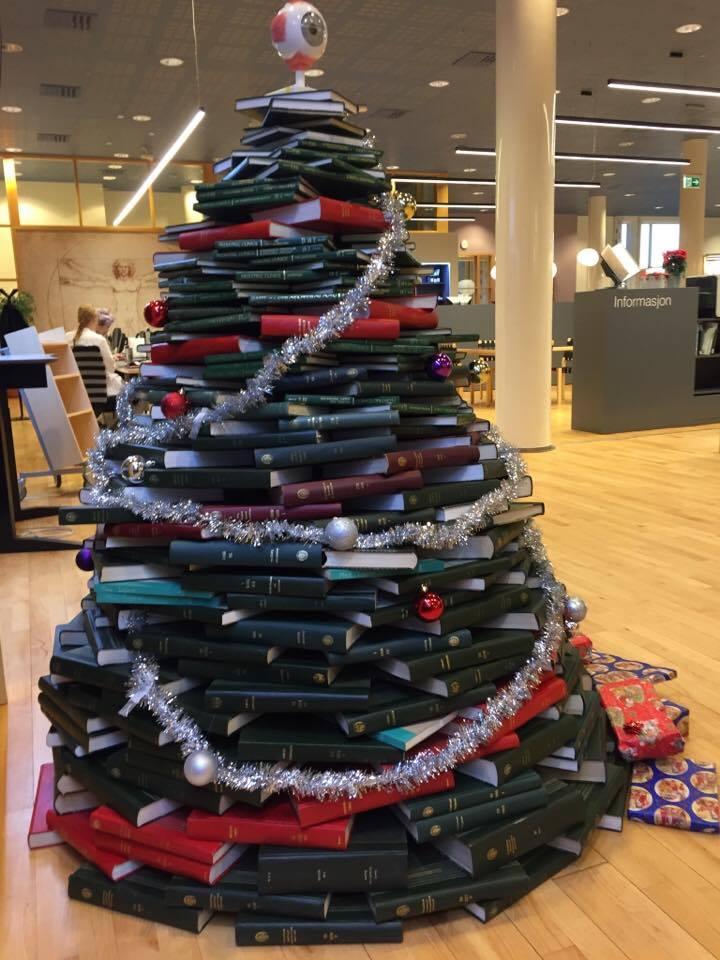Bokjuletre på Medisinsk bibliotek, UiO